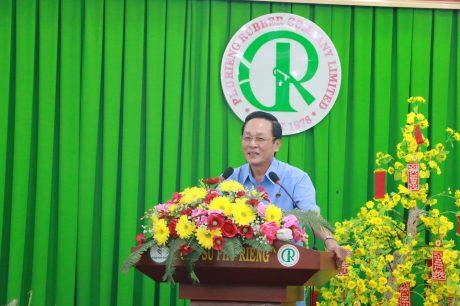 Ông Trần Thanh Phụng – Bí thư Đảng ủy, Chủ tịch HĐTV Cao su Phú Riềng phát biểu tại buổi lễ