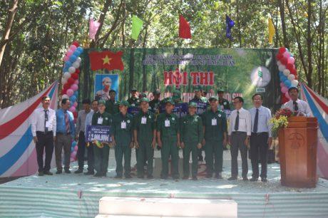 Các thợ giỏi  Nông trường Sông Giêng nhận giải nhất đồng đội