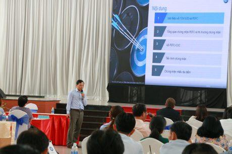 Ông Trần Minh Tài - Đánh giá viên trưởng, Trưởng nhóm chứng nhận, Bộ phận chứng nhận, TÜV SÜD Việt Nam trình bày tại hội thảo