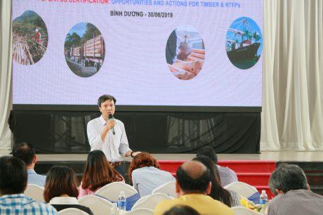 TS Trần Lâm Đồng – Viện trưởng Viện Nghiên cứu Lâm sinh trình bày tại hội thảo