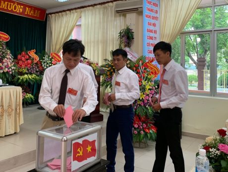 Đại biểu bỏ phiếu bầu Ban Chấp hành Đảng bộ Công ty CPCS Điện Biên khóa II, nhiệm kỳ 2020 - 2025