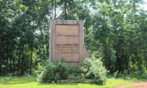 Bia tưởng niệm tại Đội 5, NT Thuận Phú, Cao su Đồng Phú. Ảnh: Minh Tuấn