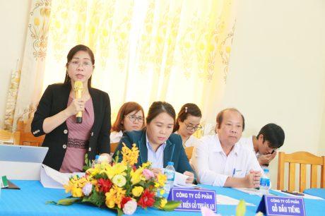 Bà Lê Thị Xuyến - Phó TGĐ Gỗ Thuận An kêu gọi các đơn vị trong hối tiếp tục liên kết, hỗ trợ nhau