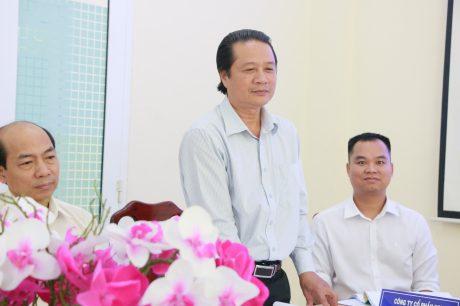 Ông Phan Viết Phùng - Trưởng Ban Tuyên giáo Thi đua phát biểu tại hội nghị