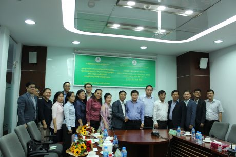 Lãnh đạo VRG chụp hình lưu niệm với đoàn công tác Tổng cục thuế Campuchia