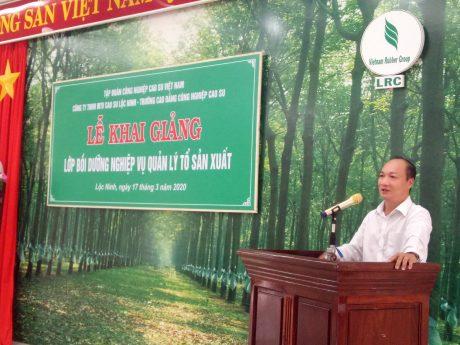 Ông Phan Tấn Hải – TGĐ Cao su Lộc Ninh phát biểu tại buổi lễ khai giảng lớp Bồi dưỡng nghiệp vụ Quản lý sản xuất