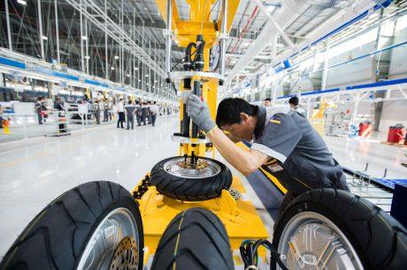 Lắp ráp xe tại nhà máy của VIFAST