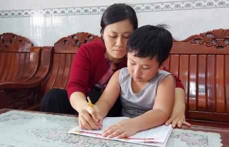 Kỳ nghỉ kéo dài giúp các bậc phụ huynh gần gũi và giúp con học tập
