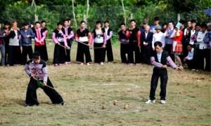 Đồng bào dân tộc H'Mông chơi tu lu