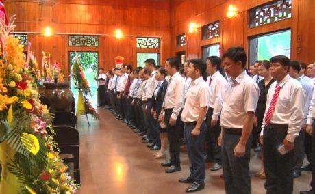 Trước đó, sáng ngày 10/5, đoàn Đại biểu đã báo công dâng bác tại Khu Di tích lịch sử Kim Liên