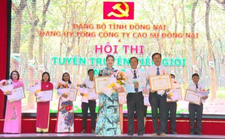 Thí sinh Phan Thị Hoa và Trương Quang Hưởng nhận giải nhì