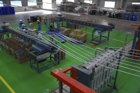 Sản xuất chỉ sợi cao su tại SADO. Ảnh: Vũ Phong