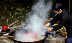 Thắng cố là món ăn truyền thống của người Mông trên Cao nguyên đá Đồng Văn.