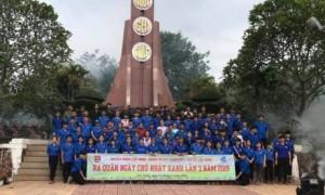 Ông Võ Toàn Thắng – TGĐ Công ty TNHH MTV Cao su Chư Prông (giữa) kiểm tra công tác trước mùa cạo mới tại NT An Biên.