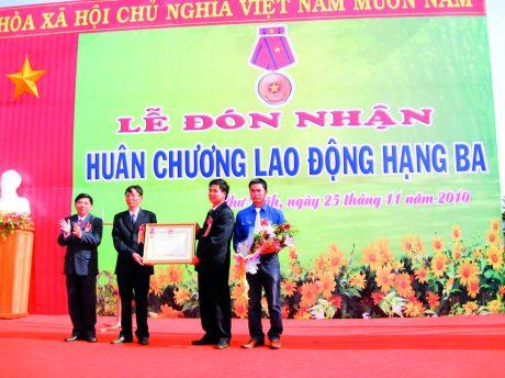 Nông trường Cao su Ia Nhin đón nhận Huân chương Lao động hạng Ba vào năm 2010.
