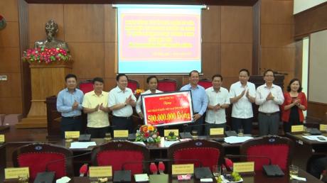 Cũng trong chuyến công tác, Ủy ban Quản lý vốn Nhà nước tại DN và Đảng ủy Khối DN Trung ương đã trao cho Ủy ban MTTQ Việt Nam tỉnh Đắk Nông và Bình Phước mỗi tỉnh 500 triệu đồng để phục vụ công tác an sinh xã hội tại địa phương.
