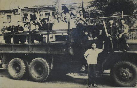 Công nhân cao su tỉnh Biên Hòa xuống đường  tham gia đấu tranh chính trị.