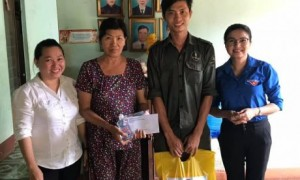 ĐTN Cao su Đồng Nai thăm và tặng quà cho ĐVTN có hoàn cảnh khó khăn