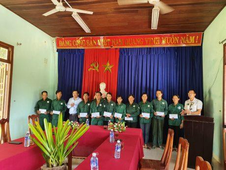 Hội Doanh nhân trẻ VRG:Thăm, tặng 60 suất quà cho công nhân khó khăn