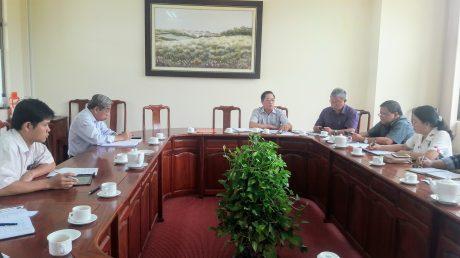 Ban lãnh đạo công ty họp bàn kế hoạch phát động cuộc thi