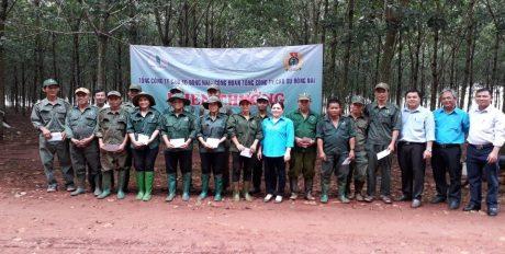 Tổng Công ty trao thưởng trực tiếp ngoài vườn cây cho CNLĐ tại Nông trường Túc Trưng (tháng 8/2019)