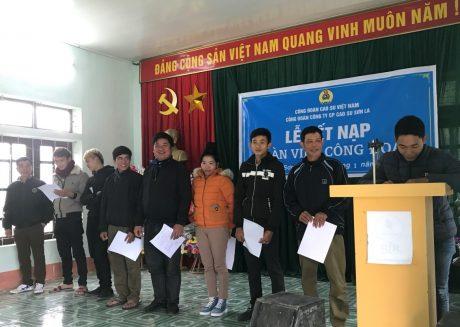Đ/c Lò Văn Tại – đại diện đoàn viên Công đoàn được kết nạp phát biểu tại buổi lễ