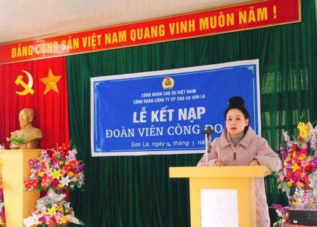 Đ/c Lò Thị Lả - Phó Chủ tịch Công đoàn công ty phát biểu tại buổi lễ
